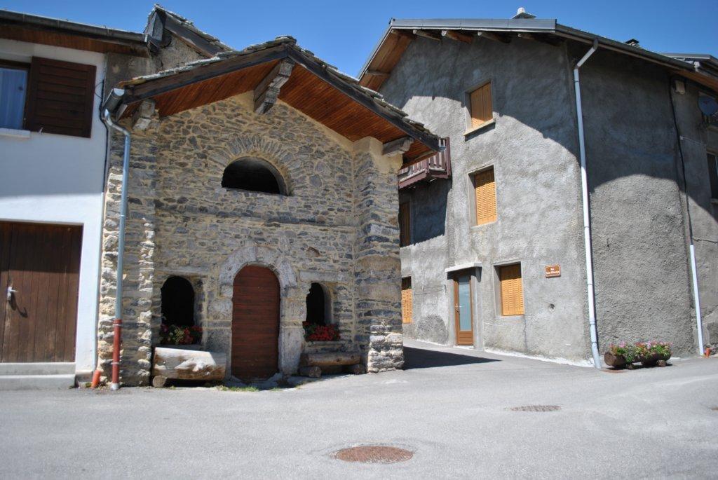 Sollières-Sardières... au premier abord on pourrait penser à une  chapelle... mais non, c est un lavoir fermé à Sollières Endroit ! 1d2fe0810256